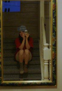 selvportrett i trappa